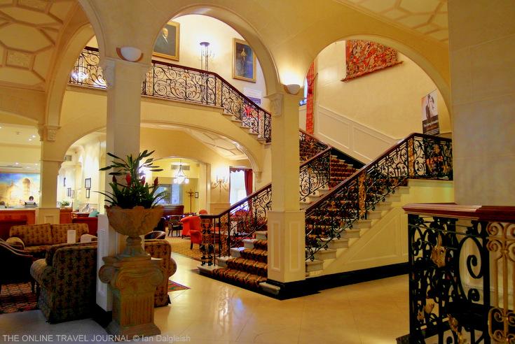 Foyer House Hotel : Pantomime roadshow returns home nigelthedame