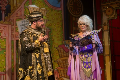 john-thomson-and-sherrie-hewson-as-abanazar-and-genie-of-the-ring
